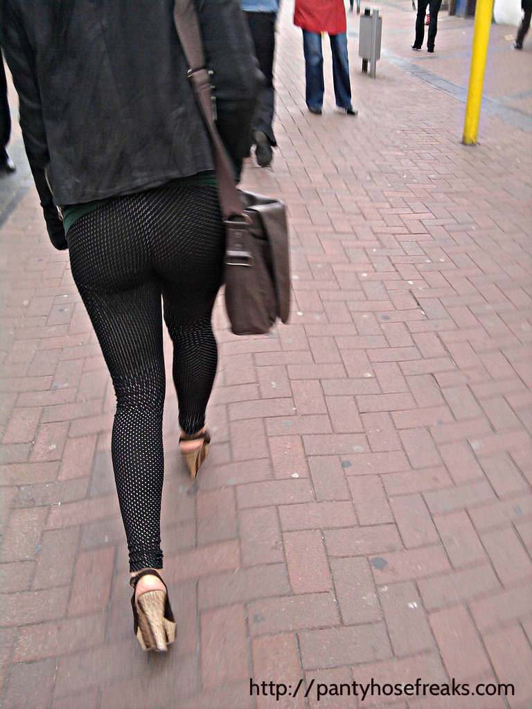 candid pantyhose http://pantyhosefreaks.wordpress.com/2012/04/12/candid-pantyhose-girls-from-pantyhosefreaks-com/